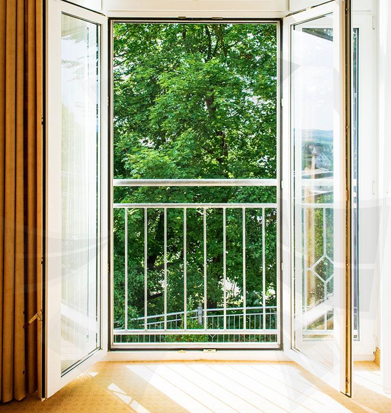 Изготовление балконных дверей.